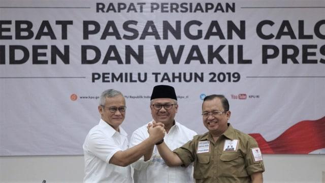 KPU, Tim Kampanye Nasional Paslon 01, Tim Badan Pemenangan Nasional Paslon 02, Penetapan Moderator