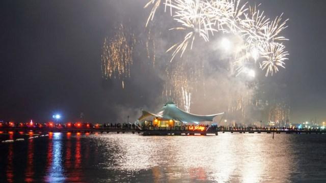 Enggak Perlu ke Luar Negeri, Ini 5 Tempat Pesta Kembang Api Tahun Baru (250)