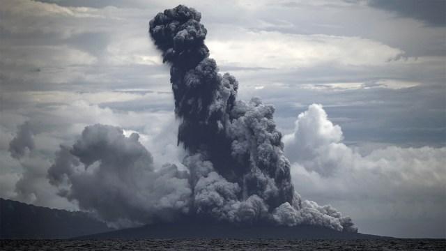 Gunung Anak Krakatau Erupsi, Kolom Abu Capai 1.500 Meter (313755)