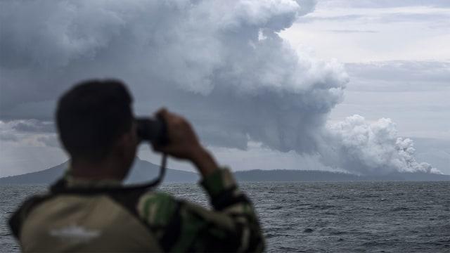 Gunung Anak Krakatau Erupsi, Kolom Abu Capai 1.500 Meter (313754)
