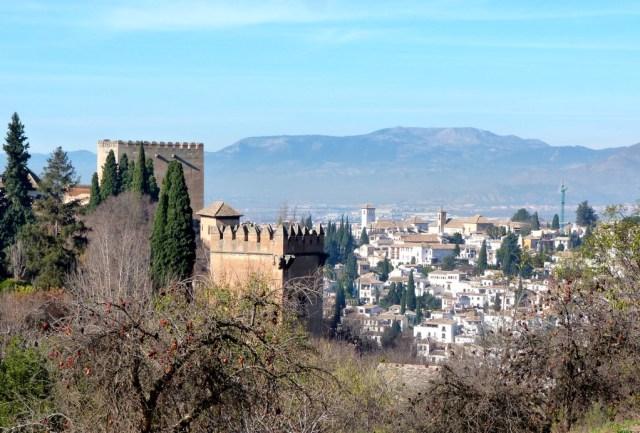 Pemandangan Granada dari atas Istana Alhambra