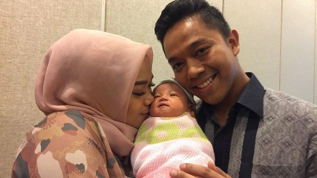 3 Selebriti yang Berhijab saat Mengandung Anak Pertama (132262)