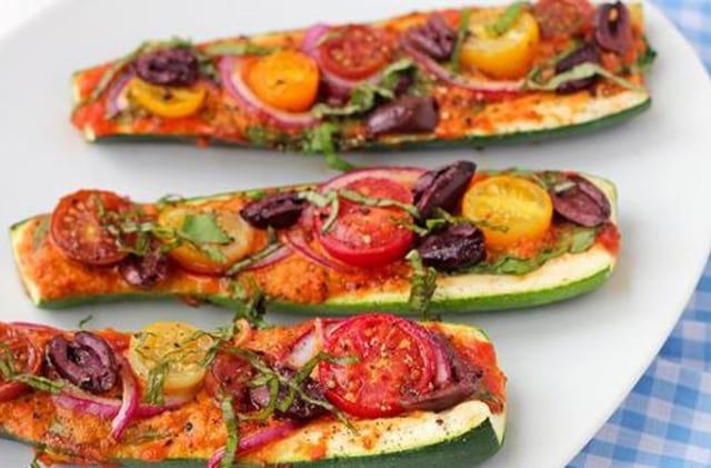 Resep zucchini pizza boats dari healthyrecipeexchange.tumblr.com.