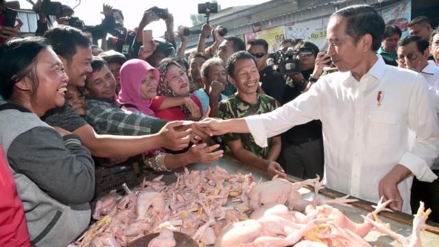 Jokowi: Jangan Telan Mentah-mentah Fitnah yang Bertebaran (48371)