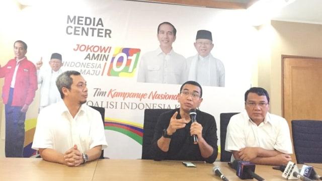 Juru Bicara TKN Jokowi-Ma'ruf Amin Arya Sinulingga, memberikan keterangan pers di Posko Cemara