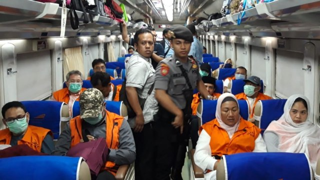 KPK, 12 eks Anggota DPRD Kota Malang, tersangka kasus suap ke Surabaya, kereta api
