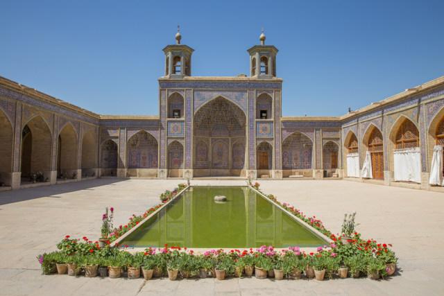 Mengintip Indahnya Masjid Tua Nasir al-Mulk di Iran yang Instagramable (215904)