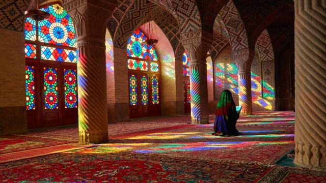 Mengintip Indahnya Masjid Tua Nasir al-Mulk di Iran yang Instagramable (215901)