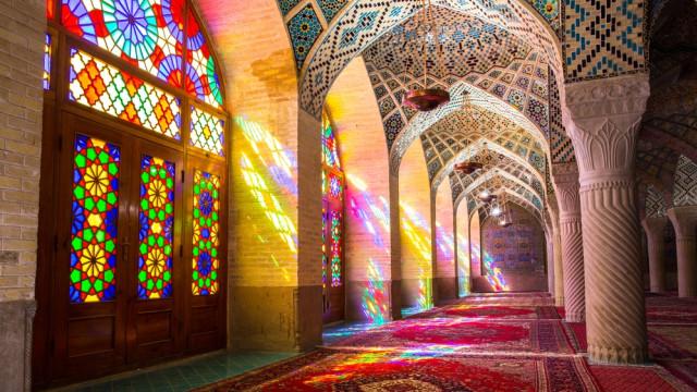 Mengintip Indahnya Masjid Tua Nasir al-Mulk di Iran yang Instagramable (215902)