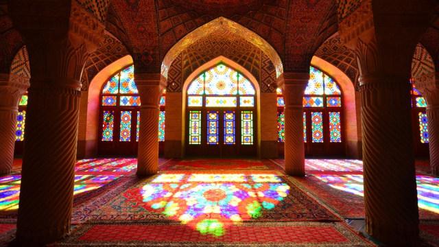 Mengintip Indahnya Masjid Tua Nasir al-Mulk di Iran yang Instagramable (215898)