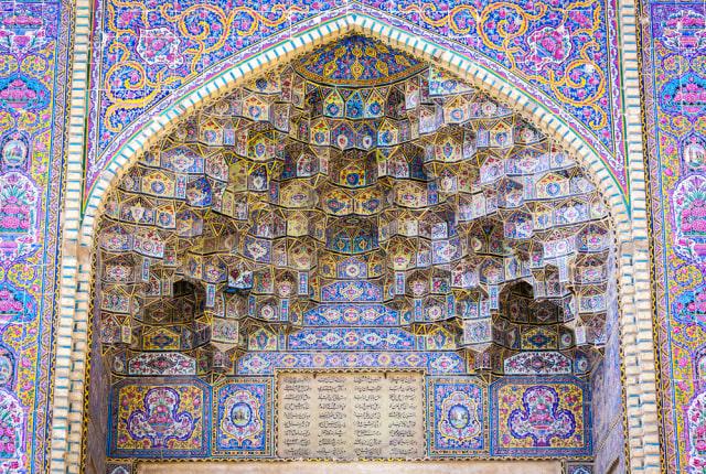 Mengintip Indahnya Masjid Tua Nasir al-Mulk di Iran yang Instagramable (215900)