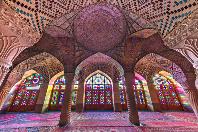 Mengintip Indahnya Masjid Tua Nasir al-Mulk di Iran yang Instagramable (215899)