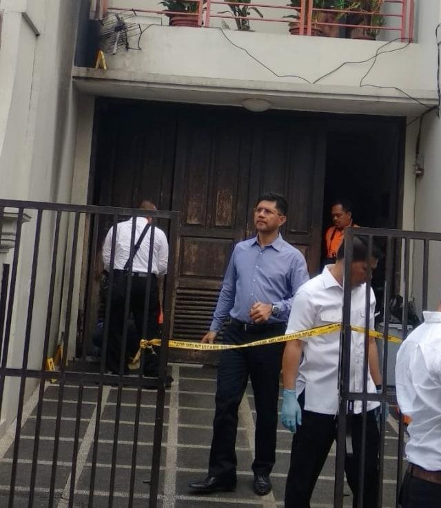 Polisi Periksa Sidik Jari di Pecahan Botol Molotov di Rumah Laode (52574)