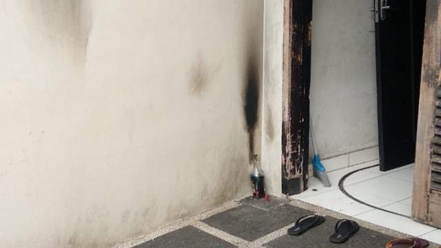 Polisi Periksa Sidik Jari di Pecahan Botol Molotov di Rumah Laode (52573)