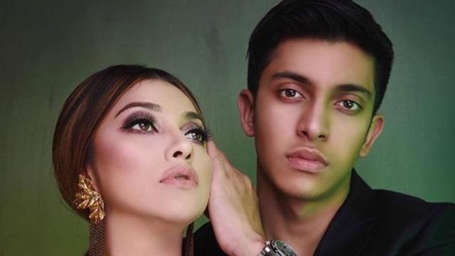 Sarah Azhari dan putranya