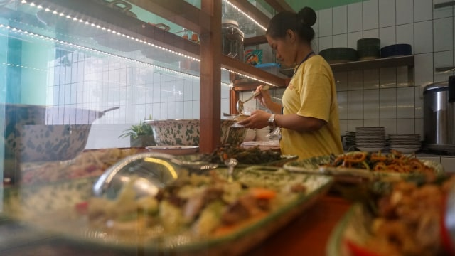 Suasana Rumah Makan Wahteg dikawasan Grogol, Jakarta Barat (KONTEN SPESIAL)