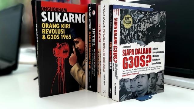 Kala Tentara Bidik Toko Buku (470946)