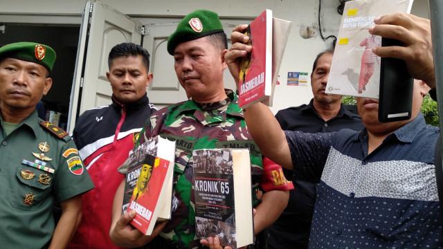 Kala Tentara Bidik Toko Buku (470941)