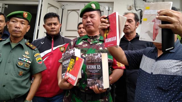 Lipsus, buku-buku, diduga komunisme