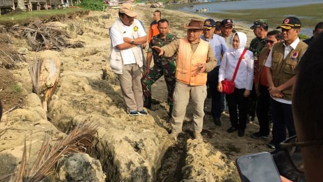 Melihat Batu Koral yang Tersapu Tsunami 3.000 Tahun Lalu di Banten (1151)