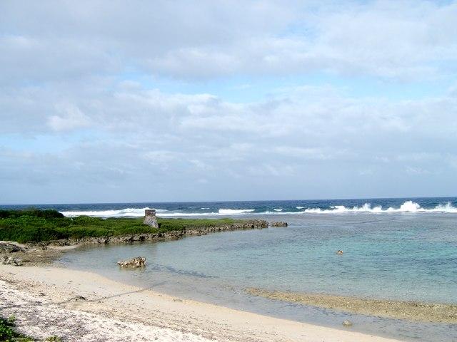 Tak Hanya Putih, 4 Pantai Ini Sajikan Pasir Berwarna Hijau nan Unik (66529)