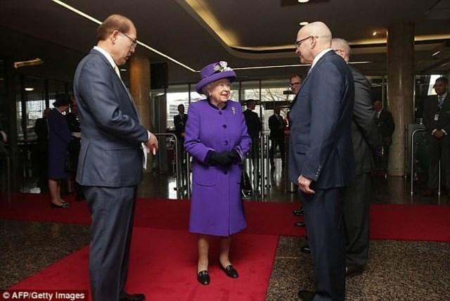 Cerita Menarik di Balik Gaya Ikonis Ratu Elizabeth II (436574)
