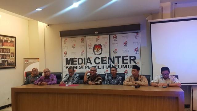 Konferensi pers di KPU terkait putusan OSO dan persiapan debat perdana