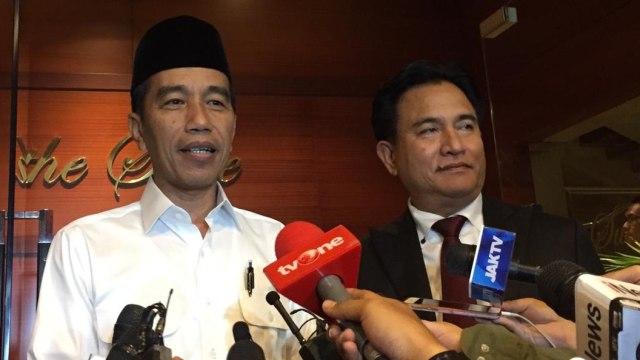 Jokowi dan Yusril Ihza Mahendra setelah simulasi debat pertama