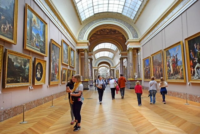 Bagian Dalam Museum Louvre, Paris