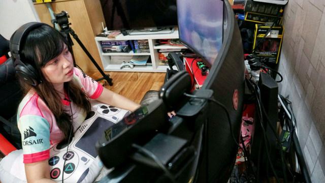 Nixia Monica Carolina, Gamer perempuan, female gamer
