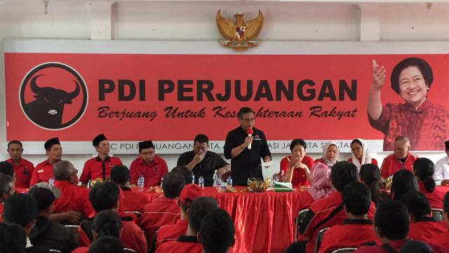 Sekjen PDIP Hasto Kristiyanto di DPC PDIP Jaksel