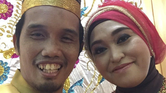 Ustaz Maulana dan istrinya Nuraliyah Ibnu Hajar (COV)