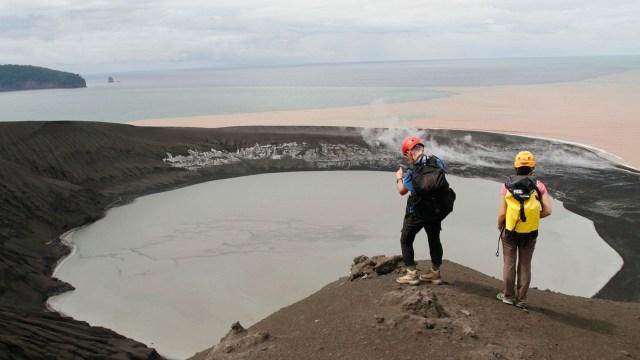 2 WNA yang Langgar Batas Aman Gunung Anak Krakatau