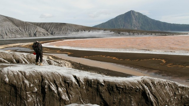 WNA yang Langgar Batas Aman Gunung Anak Krakatau