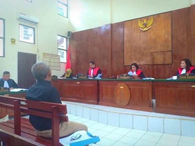 Melanggar Pemilu, Caleg DPRD Banjarbaru Menangis di Persidangan (178689)