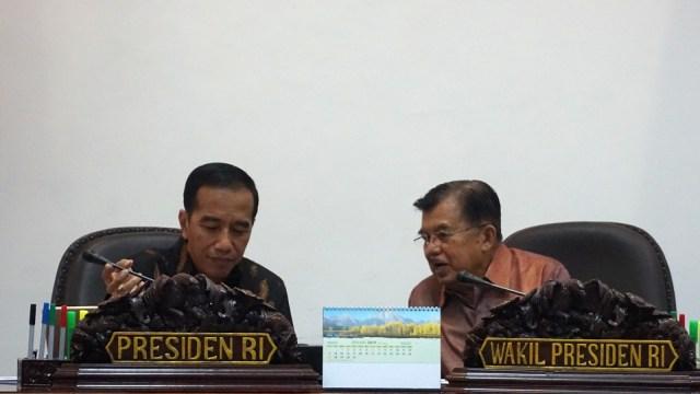 Sah, Jokowi Wajibkan Eksportir Simpan Dolarnya di Sistem Keuangan RI (849512)