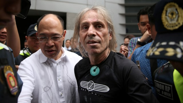 Alain Robert, The French Spiderman, Menara Internasional GT berlantai 43 di Makati City, Metro Manila, Filipina