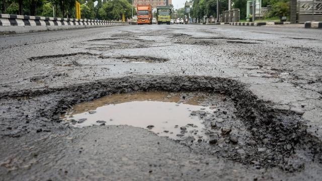 Ganjar Gerak Cepat Perbaiki Kerusakan Jalan Pantura: Penanganan Darurat (137419)