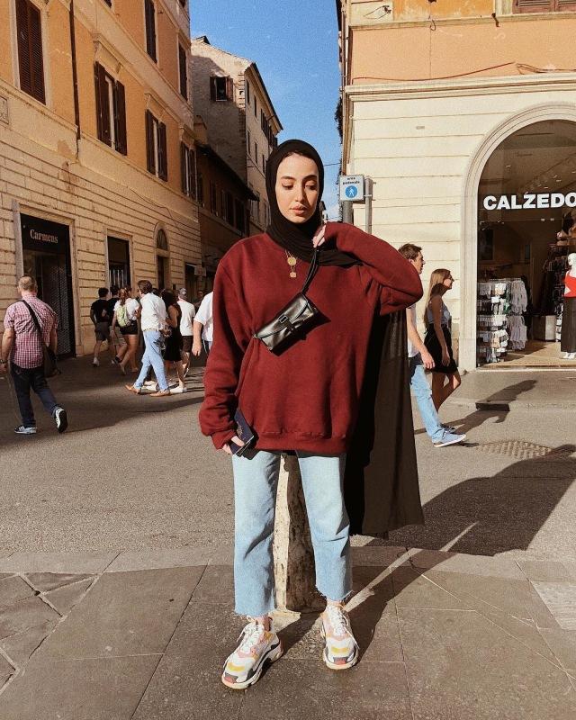 10 Inspirasi Padu Padan Busana Hijab Dengan Sneakers Kumparan Com