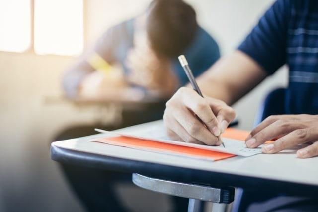 Cerita Mahasiswa di Surabaya Ingin Suap Dosen karena Dapat Nilai E (38418)