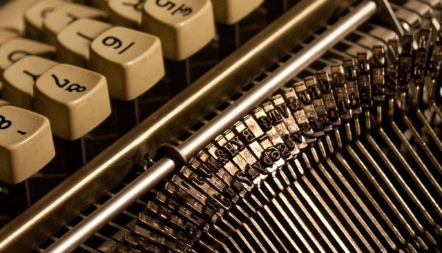 typewriter-1880894_960_720.jpg