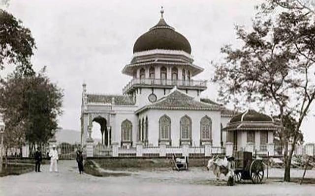 Foto: Menikmati Indahnya Masjid Raya Baiturrahman di Banda Aceh (1285845)