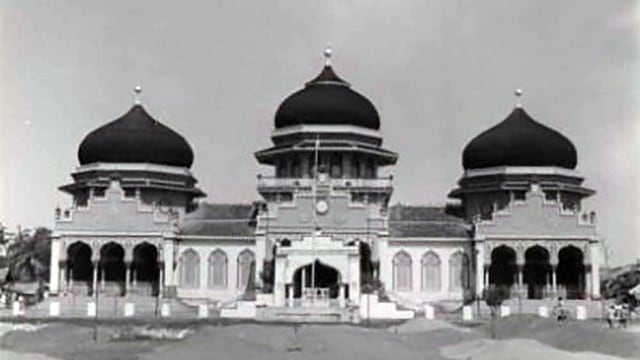 Foto Menikmati Indahnya Masjid Raya Baiturrahman Di Banda Aceh