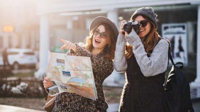 Ilustrasi traveling ke negara impian
