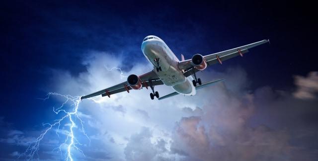 Ini yang Sebenarnya Terjadi Jika Pesawatmu Mengalami Turbulensi (619374)