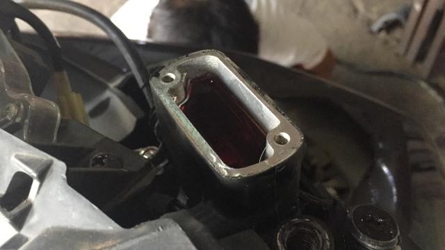 Tabung penyimpanan minyak rem motor