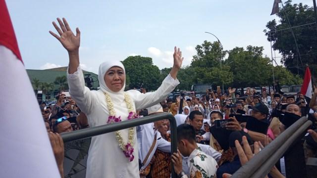 Khofifah Indar Parawansa disambut oleh ribuan pelajar dan warga Jawa Timur