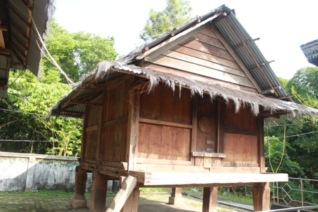 Lebih Dekat dengan Lamban Pesagi, Rumah Tahan Gempa Asli Lampung (9966)