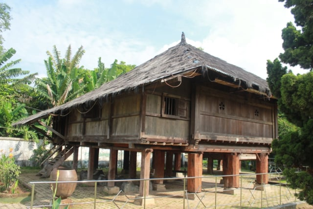 Lebih Dekat dengan Lamban Pesagi, Rumah Tahan Gempa Asli Lampung (9964)
