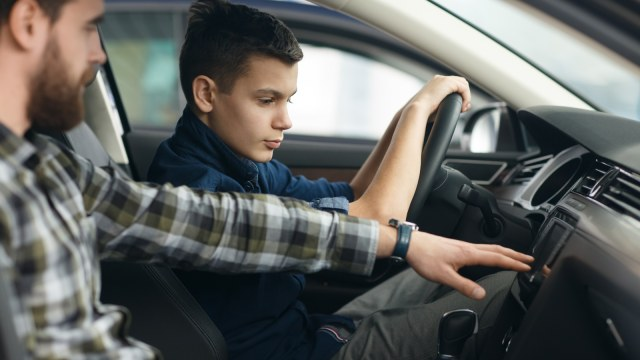Anti-Kagok Kendarai Mobil Manual, Pahami Tipsnya  (204587)